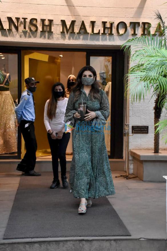 Photos Raveena Tandon spotted outside Manish Malhotra's store (1)
