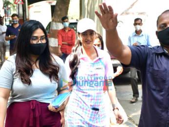 Photos: Shruti Haasan spotted shooting in Bandra