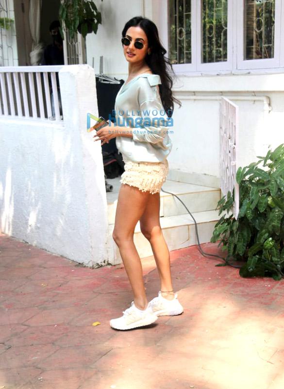 Photos Sonal Chauhan spotted at Bandra (3)