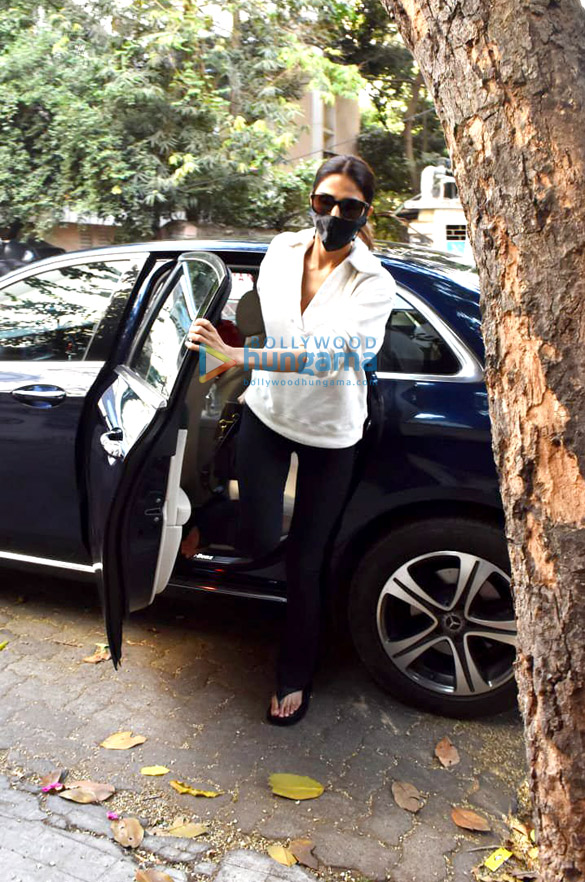 Photos Vaani Kapoor snapped at a clinic in Juhu (4)