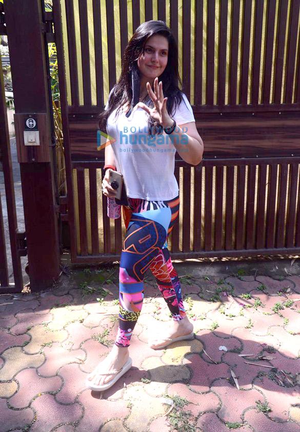 Photos Zareen Khan spotted at Anshuka Yoga in Bandra (1)