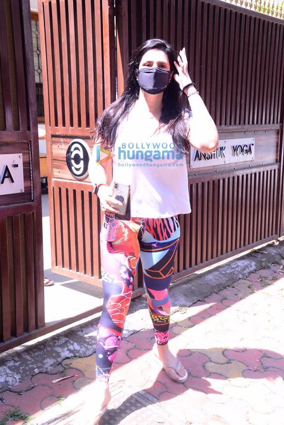 Photos Zareen Khan spotted at Anshuka Yoga in Bandra (5)