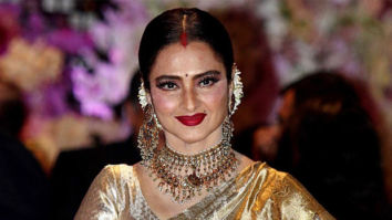 Rekha pursues her secret passion – singing; randomly rings up people in the industry and signs for them
