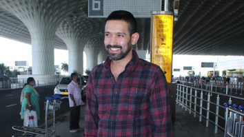 Spotted - Vikrant Massey, Shriya Pilgaonkar, Jay Bhanushali with family at Airport