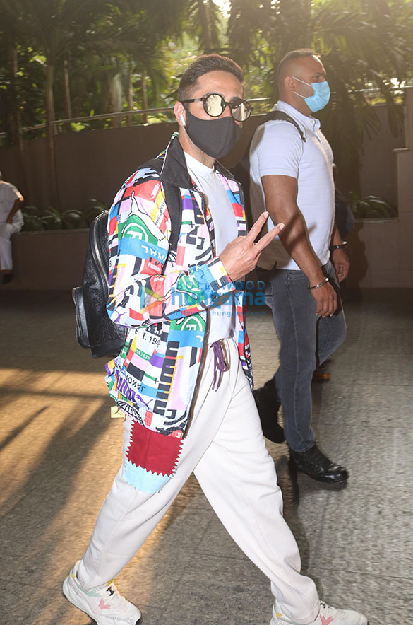 Tamannaah Bhatia, Sonal Chauhan, Prachi Desai and others snapped at the airport-0085 (1)