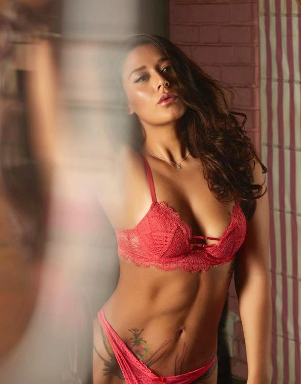 HOTNESS! Krishna Shroff stuns in a pink lacy lingerie flaunting her curves