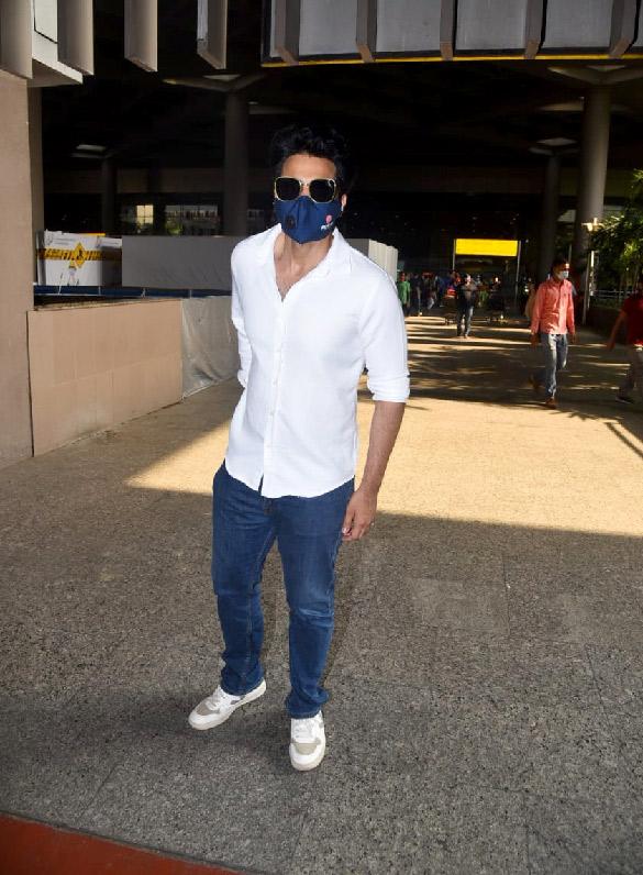 Hina Khan, Nikki Tamboli, Jackky Bhagnani and others snapped at the airport (3)