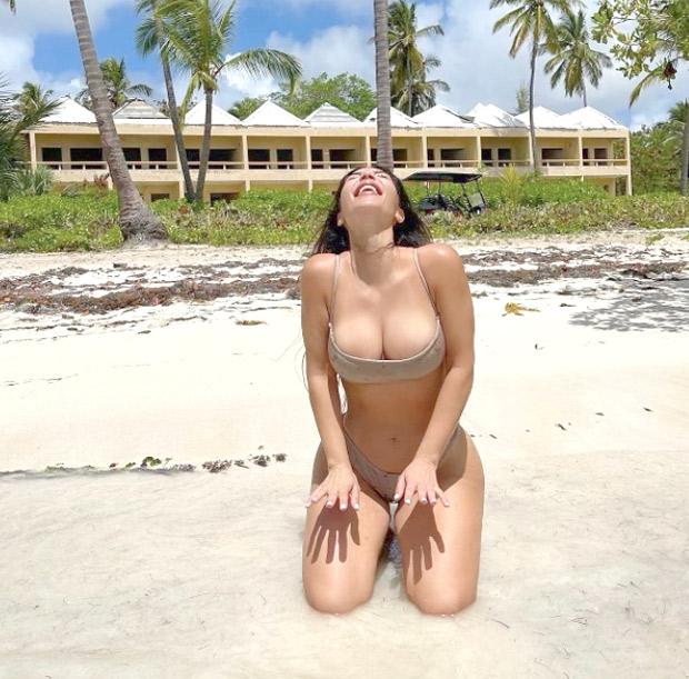 Kim Kardarshian flaunts beach body in skimpy SKIMS bikini
