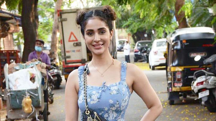 Namaste England actress Alankrita Sahai spotted at 4 bungalow in Andheri