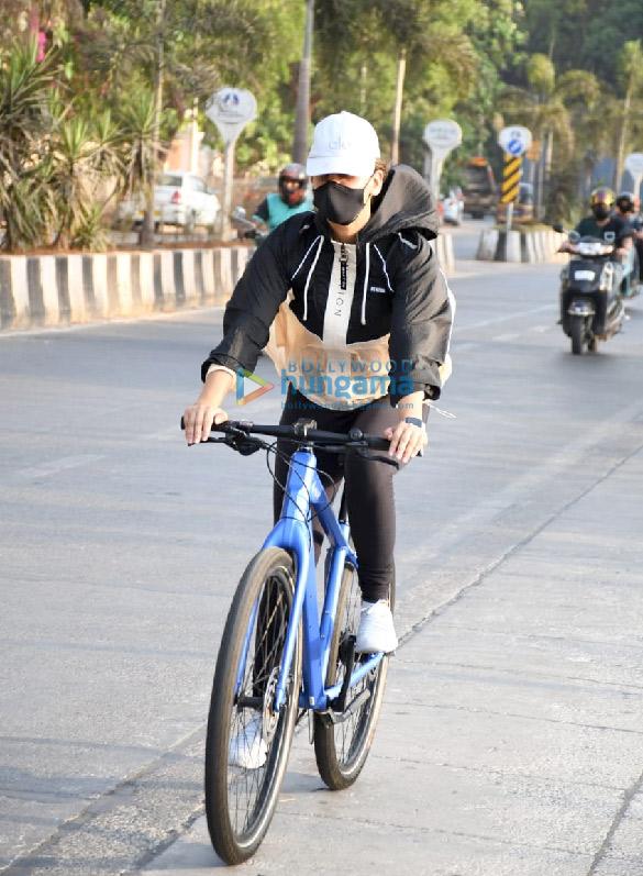 Photos Aisha Sharma spotted in Bandra (1)