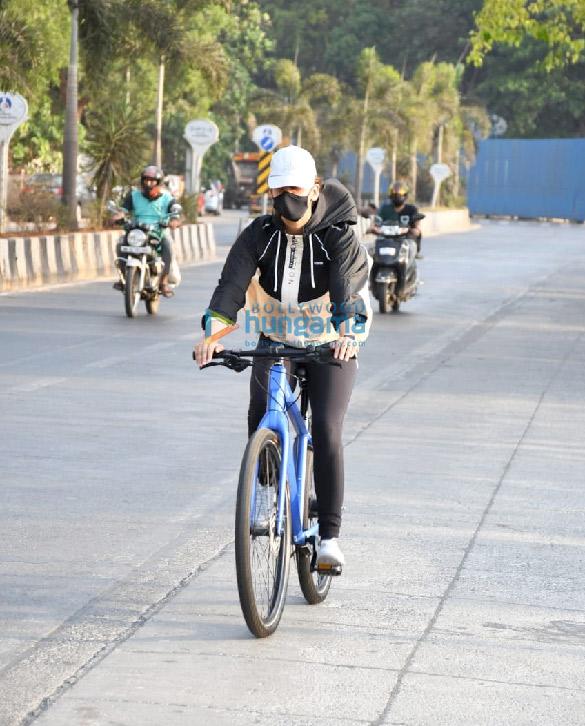 Photos Aisha Sharma spotted in Bandra (2)