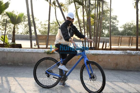 Photos Aisha Sharma spotted in Bandra (4)