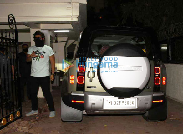 Photos Arjun Kapoor spotted with his new car (3)