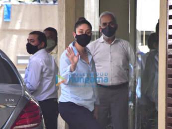 Photos: Kareena Kapoor Khan snapped at Karisma Kapoor's house