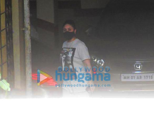 Photos Kareena Kapoor Khan spotted in Bandra (3)