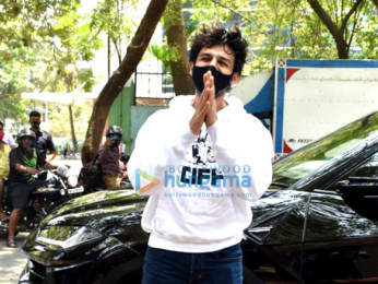 Photos: Kartik Aaryan snapped at a dubbing studio in Andheri