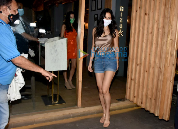 Photos Katrina Kaif, Isabelle Kaif and others spotted at Mizu restaurant in Bandra (9)