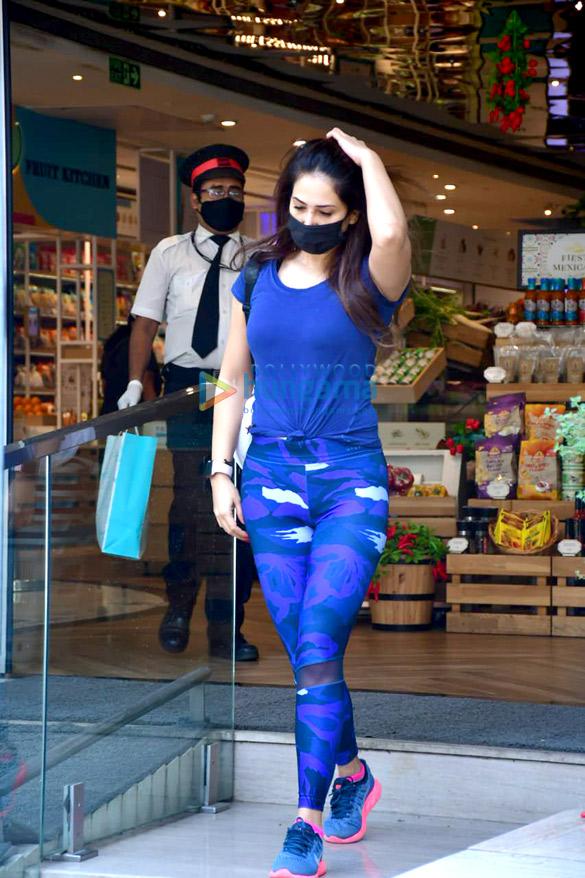 Photos Kim Sharma spotted at Food Hall (1)