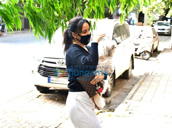 Photos Neha Sharma spotted in Bandra (1)