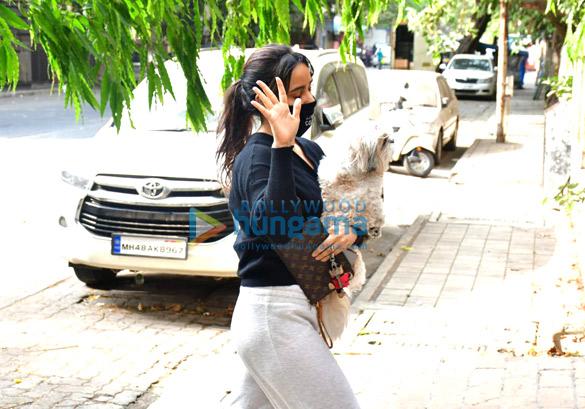 Photos Neha Sharma spotted in Bandra (2)