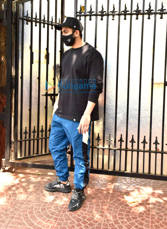 Photos Sunny Singh Nijjar snapped at Luv Ranjan's office in Juhu (4)