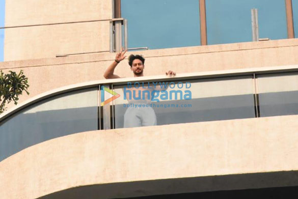 Photos Tiger Shroff spotted at his balcony (2)