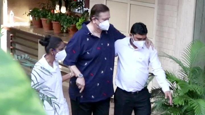 Randhir Kapoor spotted at Kareena Kapoor Khan's house