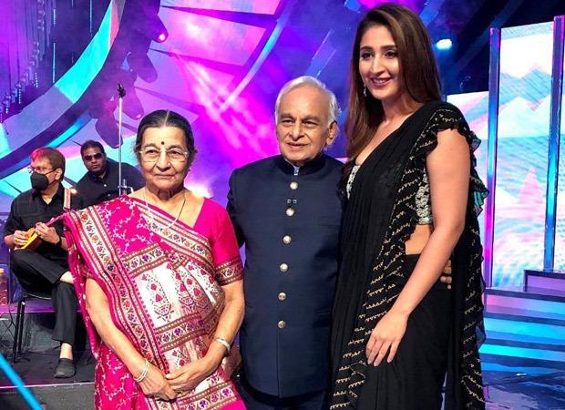 Dhvani Bhanushali meets her idol veteran composer Anandji on the sets of Indian Idol 12