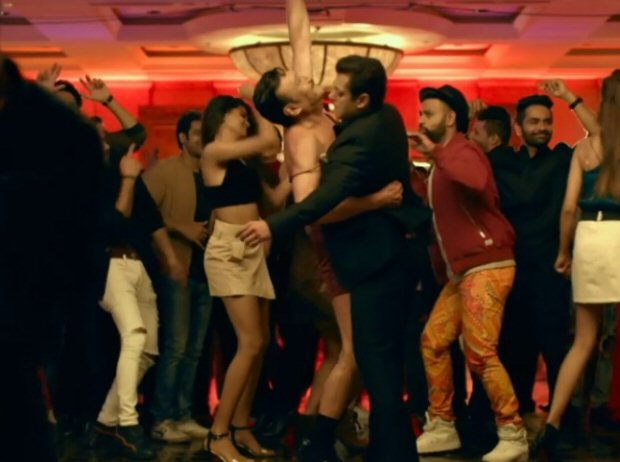 Check out Jackie Shroff's hilarious cross-dressing act in Salman Khan's Radhe - Your Most Wanted Bhai