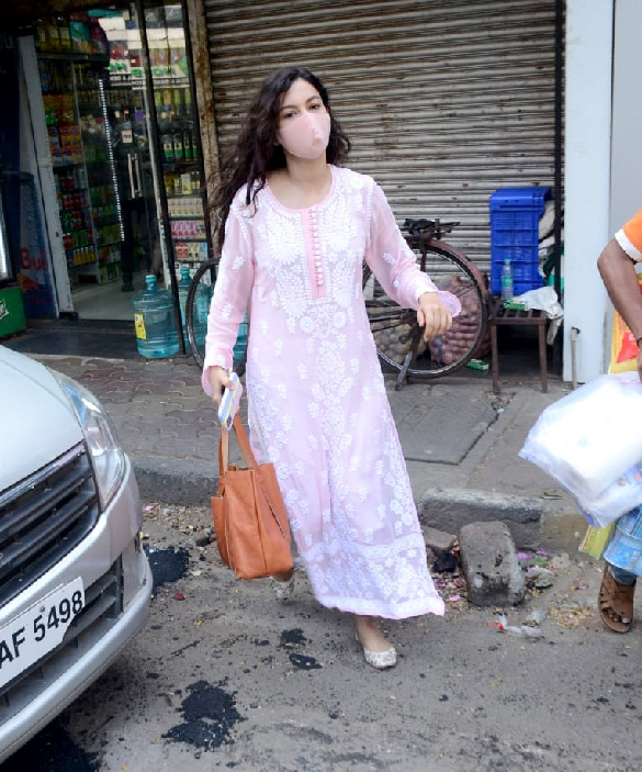 Gauhar Khan snapped at a supermarket in Lokhandwala (3)