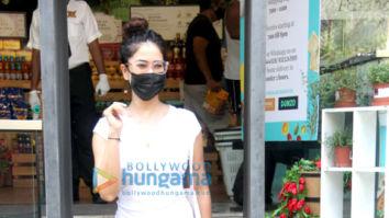 Photos: Kim Sharma spotted outside Foodhall in Santacruz