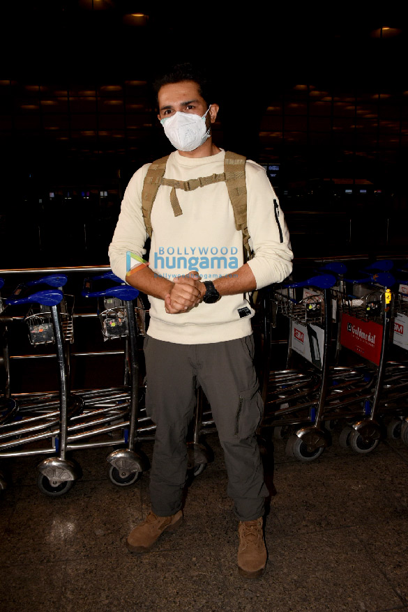 Photos Nikki Tamboli, Shweta Tiwari, Rahul Vaidya, Disha Parmar and others snapped at the airport (6)