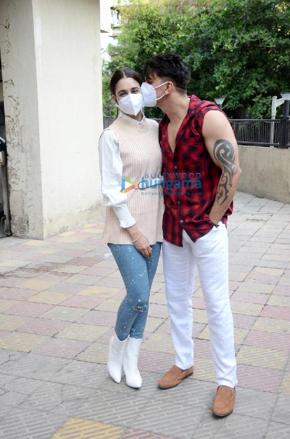 Photos Prince Narula and Yuvika Chaudhary snapped in the city (3)