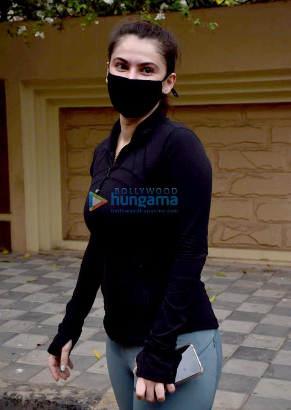Photos Shivalika Oberoi spotted in Andheri (1)