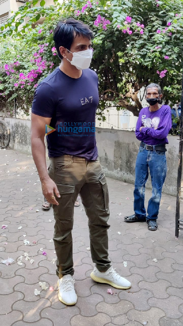 Photos Sonu Sood spotted at his residence (4)