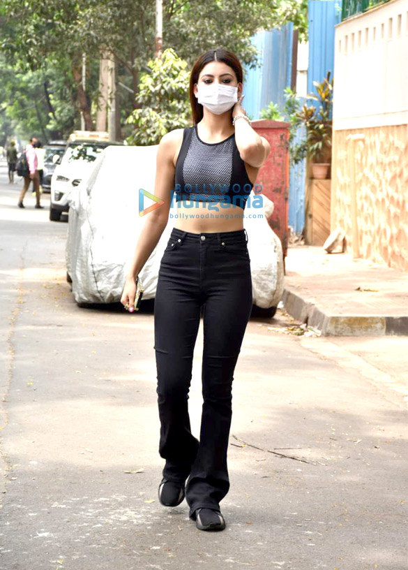 Photos Urvashi Rautela snapped in Juhu (2)