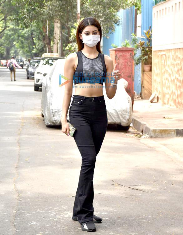 Photos Urvashi Rautela snapped in Juhu (3)