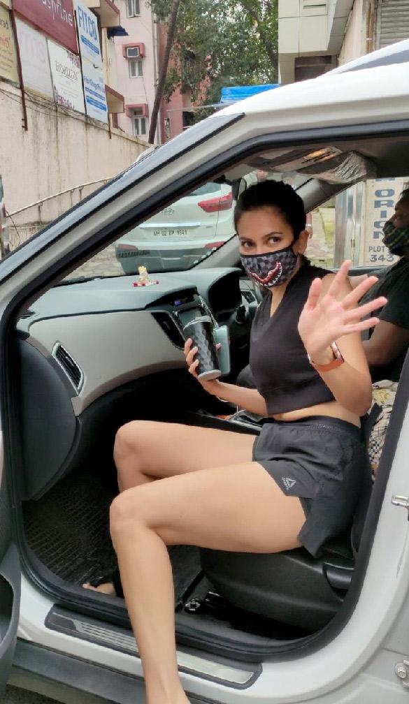 Kriti Kharbanda snapped at the gym in Bandra (4)