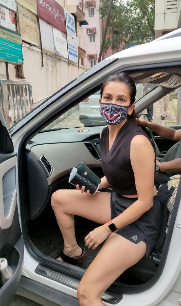 Kriti Kharbanda snapped at the gym in Bandra (5)
