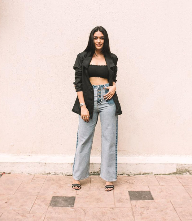 Mrunal Thakur pairs a black bralette with a blazer and flared jeans for Toofan promotions