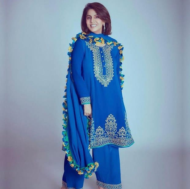 Neetu Kapoor dons deep blue outfit with contemporary twist by Abu Jani Sandeep Khosla on Super Dancer - Chapter 4
