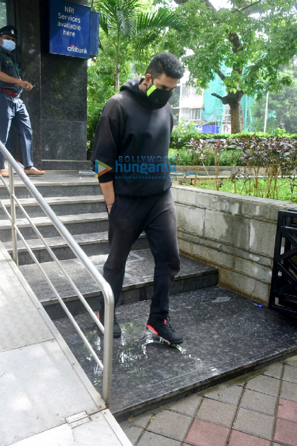 Photos Abhishek Bachchan spotted at a bank in Khar (1)