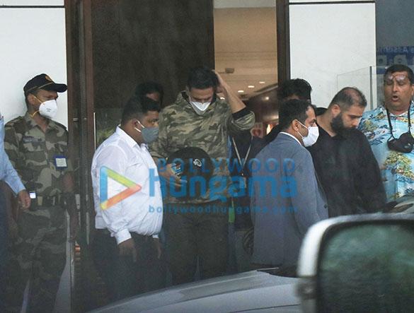 Photos Akshay Kumar snapped at Kalina Airport (1)