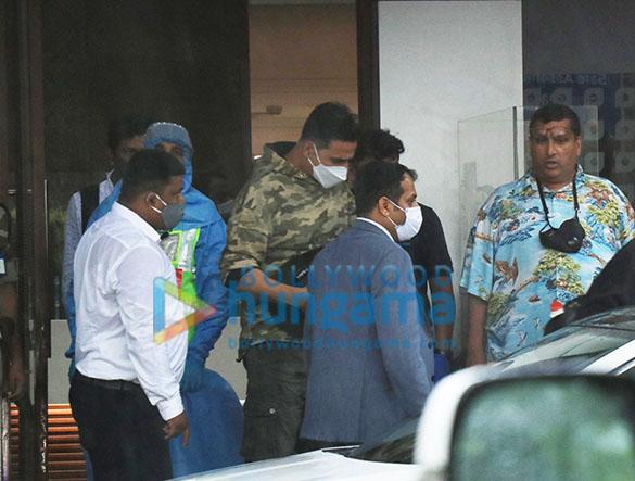 Photos Akshay Kumar snapped at Kalina Airport (2)