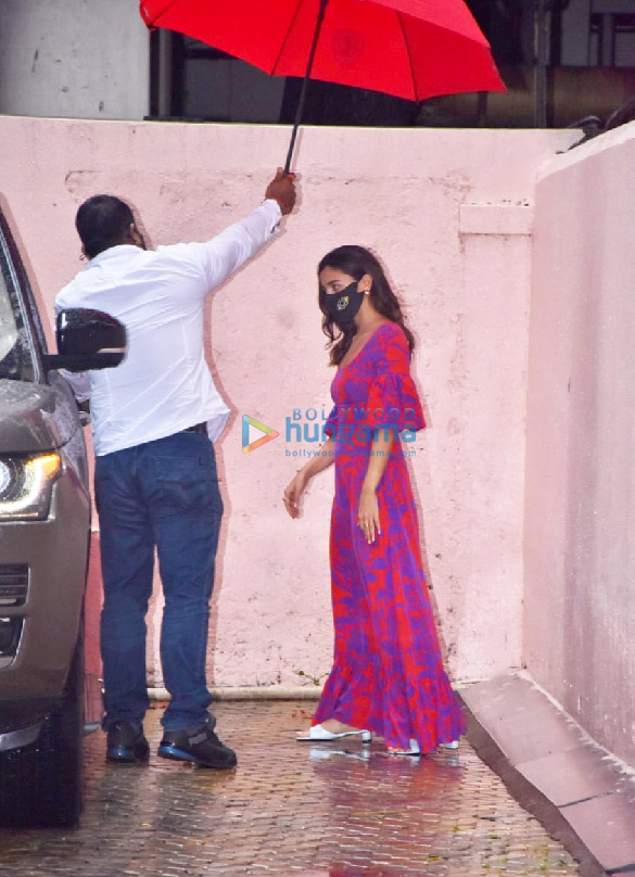 Photos Alia Bhatt snapped at Sanjay Leela Bhansali's office (1)