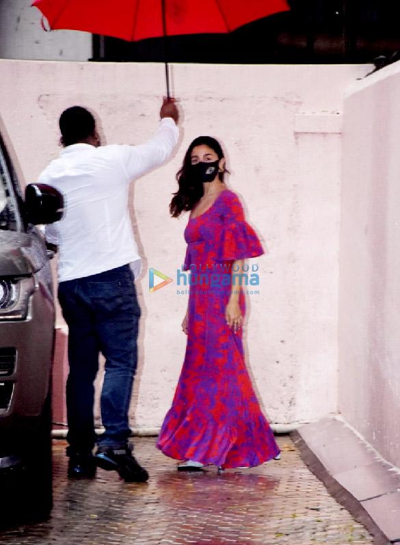 Photos Alia Bhatt snapped at Sanjay Leela Bhansali's office (2)