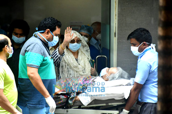 Photos Dilip Kumar gets discharged from the hospital (1)