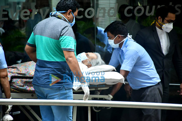 Photos Dilip Kumar gets discharged from the hospital (3)