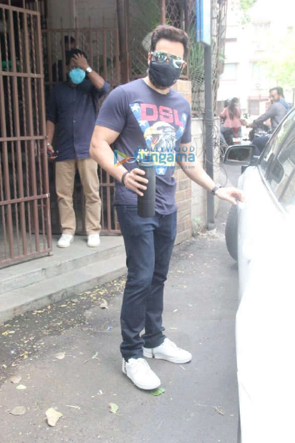 Photos Emraan Hashmi spotted at a dubbing studio in Bandra (3)