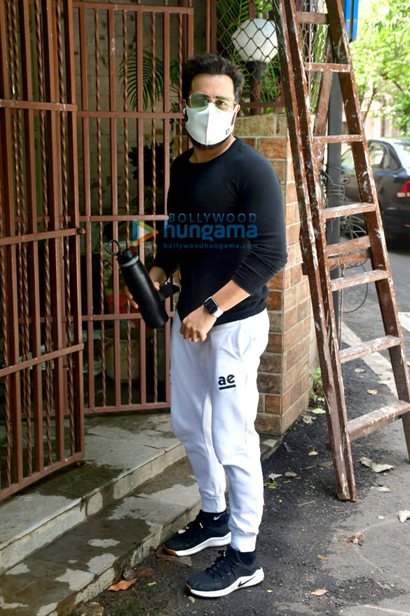 Photos Emraan Hashmi spotted at a dubbing studio in Bandra (4)